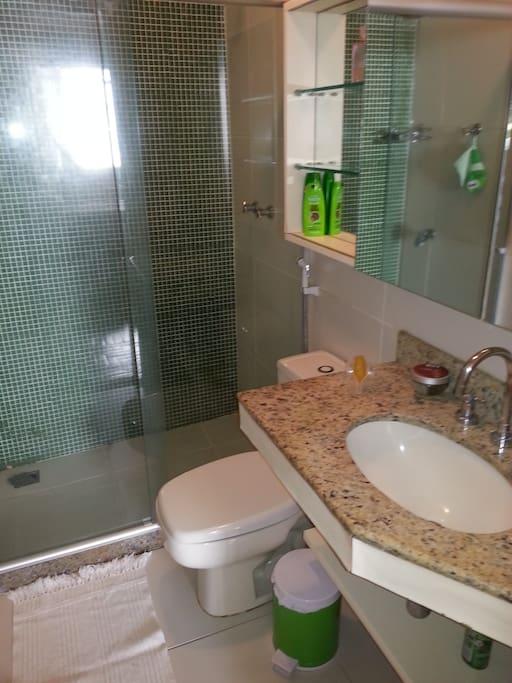 your en suite bathroom
