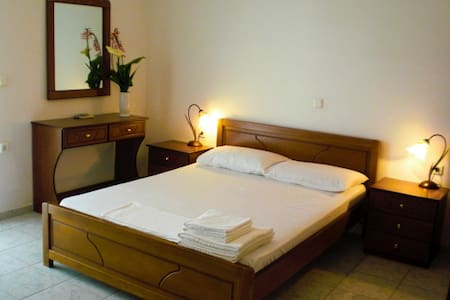 Elena's Family Apartments - Livadi - Pis