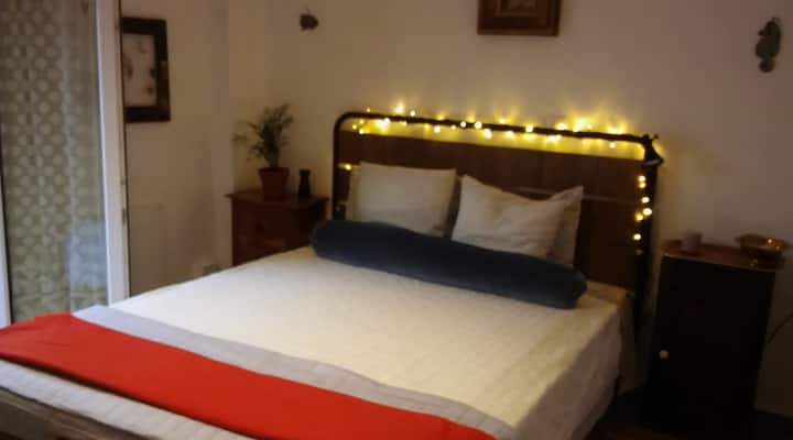 PRIVATE DOUBLE ROOM  15 MINUTES WALK TO ACROPOLIS