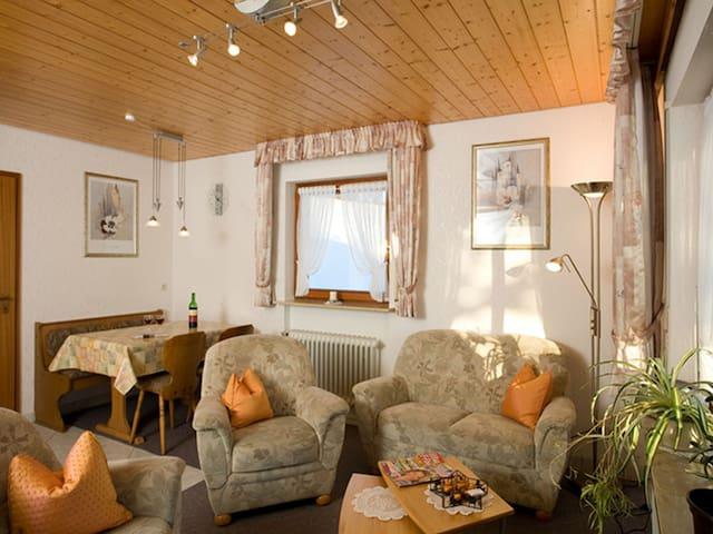 Lorenzenhäusle, (Titisee-Neustadt), Ferienwohnung Dietscheberg - Panoramablick, 72qm, 1-2 Schlafzimmer, max. 4 Personen