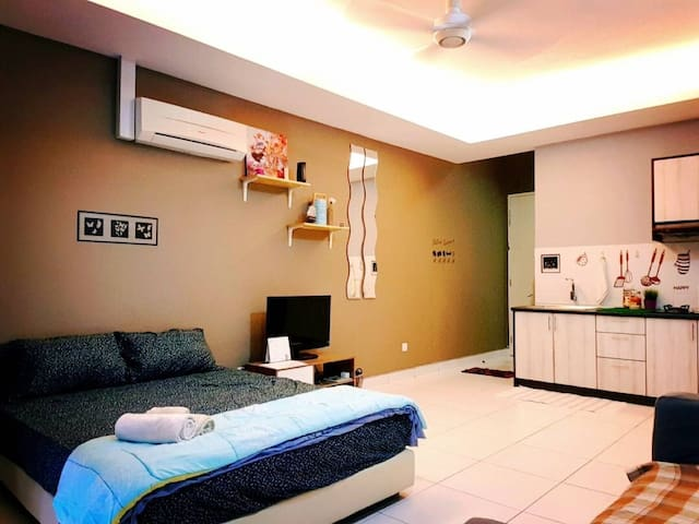 Cosy Home near IKEA/The Curve /MRT (WIFI 100MBPS)