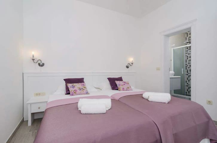 Sorgo Palace - Amethyst + Breakfast - Ston - Bed & Breakfast