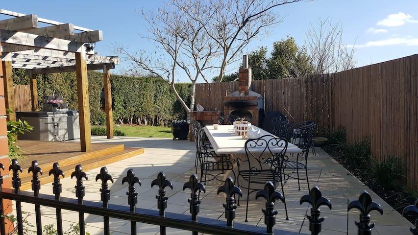 Seaside Garden Vista BNB (Suitable for families) - โอ๊คแลนด์ - ที่พักพร้อมอาหารเช้า