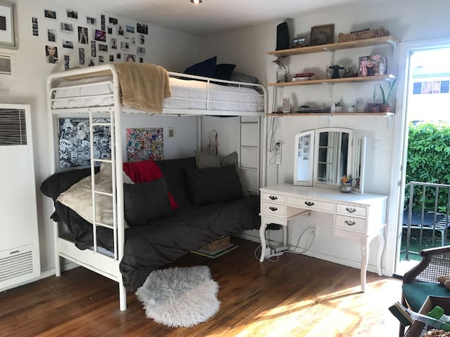 Cozy Furnished Studio with Private Yard by UCLA