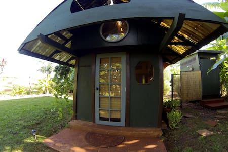 Hobbit Hut - Waialua