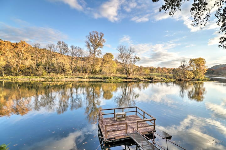\Waterfront Norfork River Home w/Dock-2 Mi to Lake!