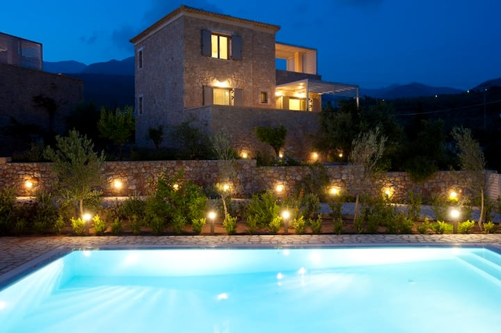 Luxurious Stone Villa - pool & bbq