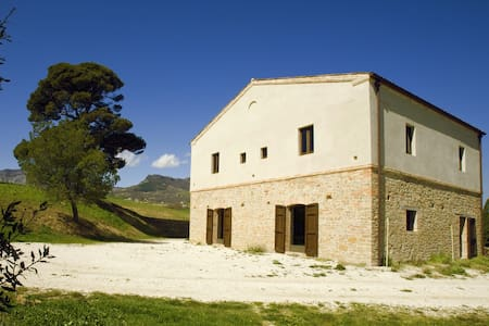 Stone farmhouse in olive trees - Civitella Casanova - House