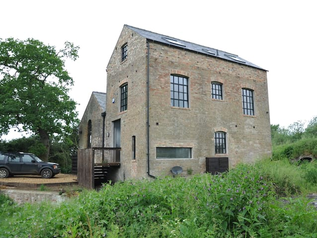 The Pumphouse, Hilgay - riverside property - Norfolk - Ev