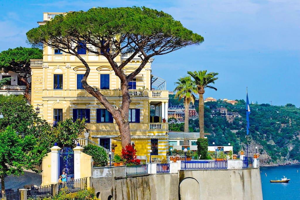 villa la terrazza villas for rent in sorrento na italy. Black Bedroom Furniture Sets. Home Design Ideas