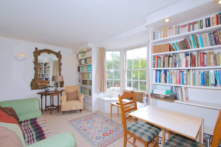 ★Perfectly located 1 Bed overlooking the River N2★