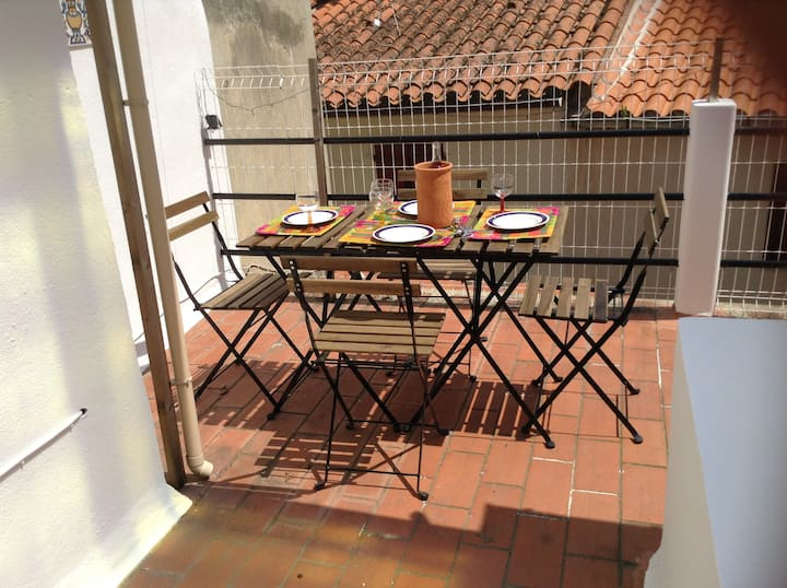 Old Ceret town with lovely furnished roof terrace