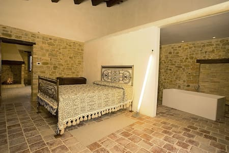 Stone farmhouse, Peppine room - Civitella Casanova