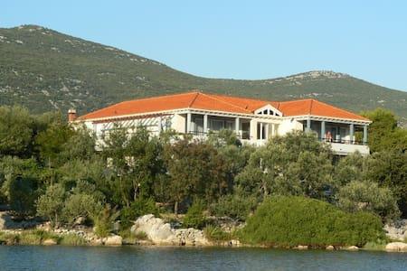Seafront villa apartments - Mali Ston