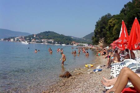 Апартаменты на 5 человек.30 м. до пляжа - Zelenika