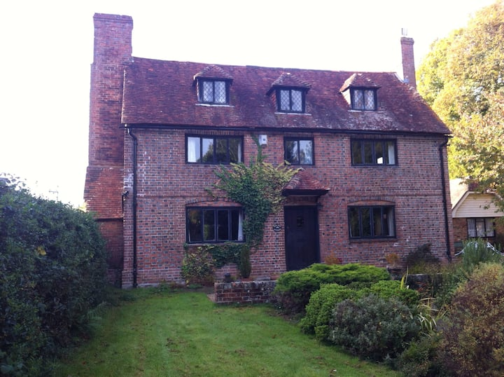 Spacious double room in Grade 2 listed cottage.