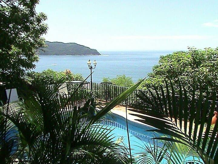 Espléndida Casa con Vista al Mar !