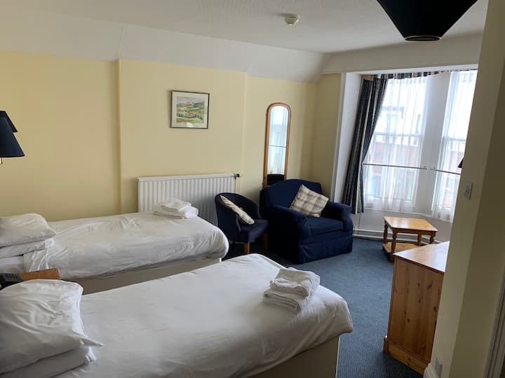 Twin Room Free Wifi, Parking and Breakfast