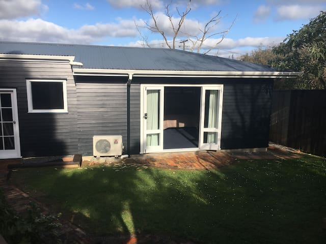 Central Mt Albert Private Access Spacious Room