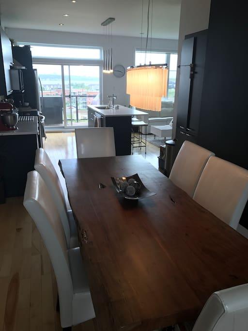 Salle à manger pour 6 personnes vue Fleuve