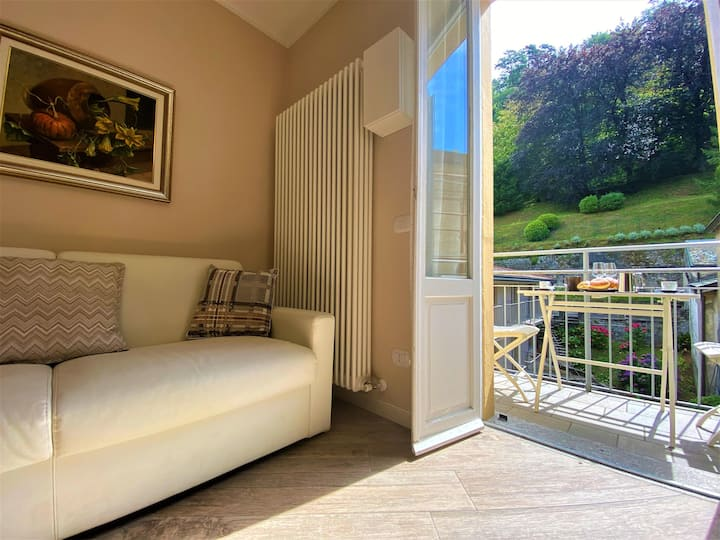 "Modern Holiday Apartment ""Perla appartamento Bellagio centro"" with Wi-Fi, A/C & Balcony; Parking Available"