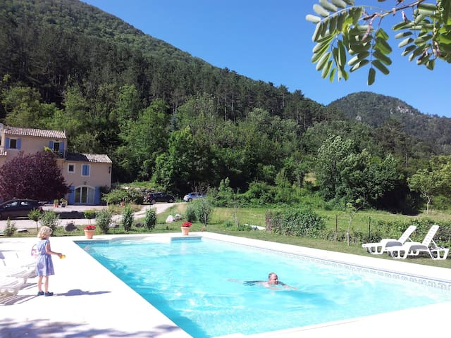 Lovely countryhouse + heated pool - Châtillon-en-Diois - Willa
