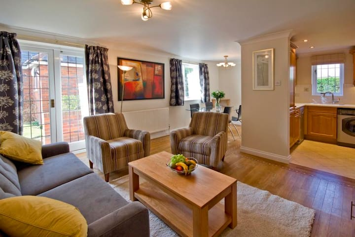 Marlow Apartments - Barons Court - Buckinghamshire - Apartment
