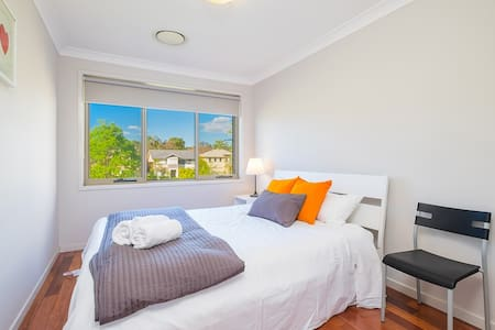 No.6 Bright Double Room With Shared Bathroom - Bankstown