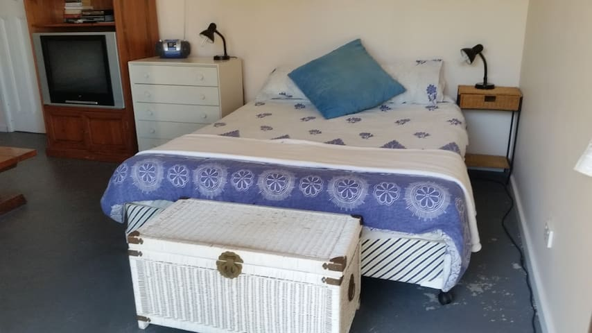 Queen size bed - downstairs