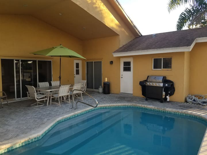 Golfcourse home with 4 King Beds and heated pool!