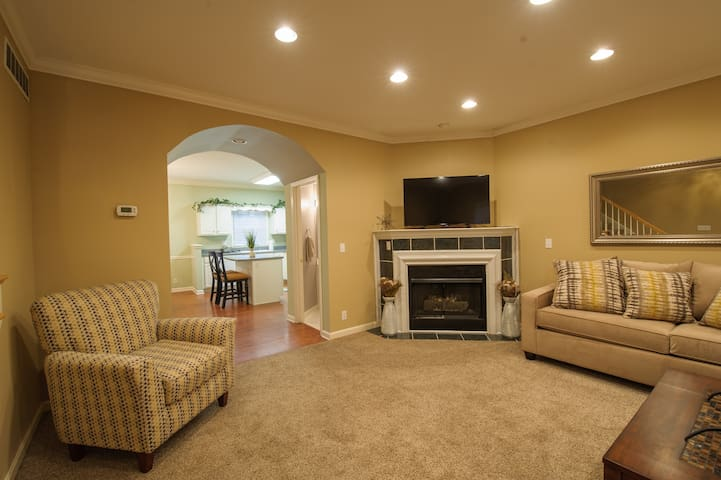 Norbourne Charmer!  Private Townhouse