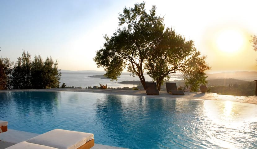Luxury Villa with a fantastic view - Passignano Sul Trasimeno - Vila