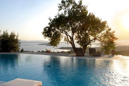 Luxury Villa with a fantastic view - Passignano Sul Trasimeno - วิลล่า
