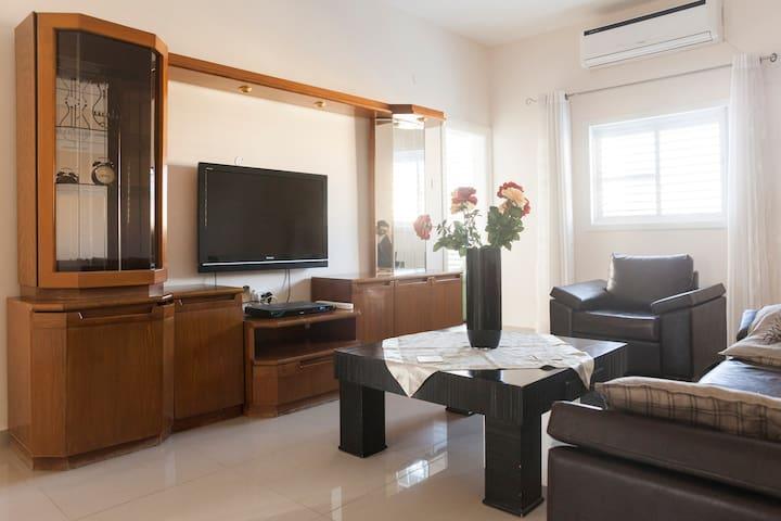 Entire home\Квартира в центре\The Best Location! - Netanya - Lägenhet
