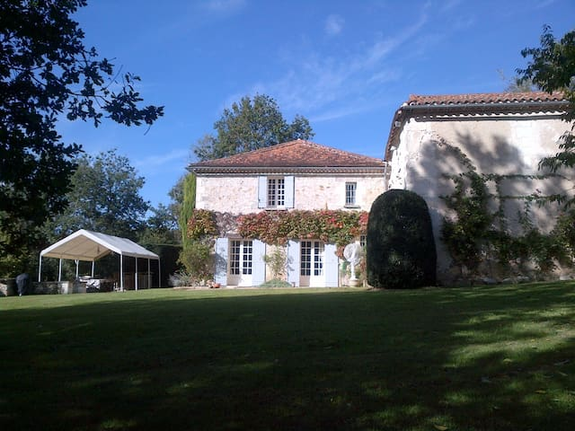 Maison 18ème avec piscine biologique de 15m - Vanxains - House