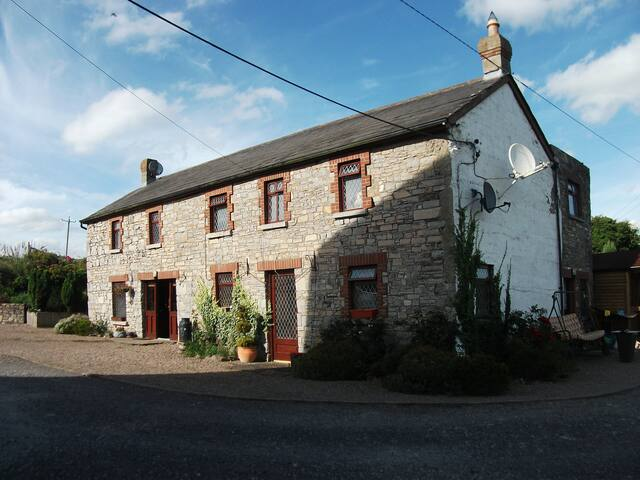 Bective Mill House B&B - Family Room - (RM3) - Bective - Bed & Breakfast