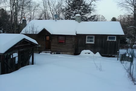 Romantic Log Cabin in the Woods - Monticello - บ้าน
