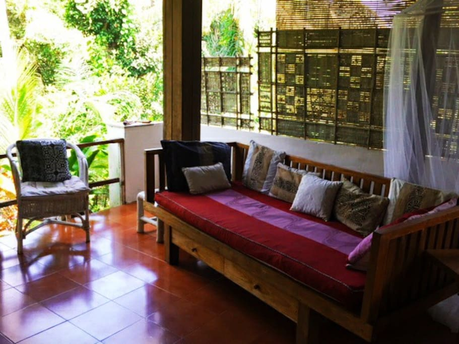 Daybed Facing Jungle