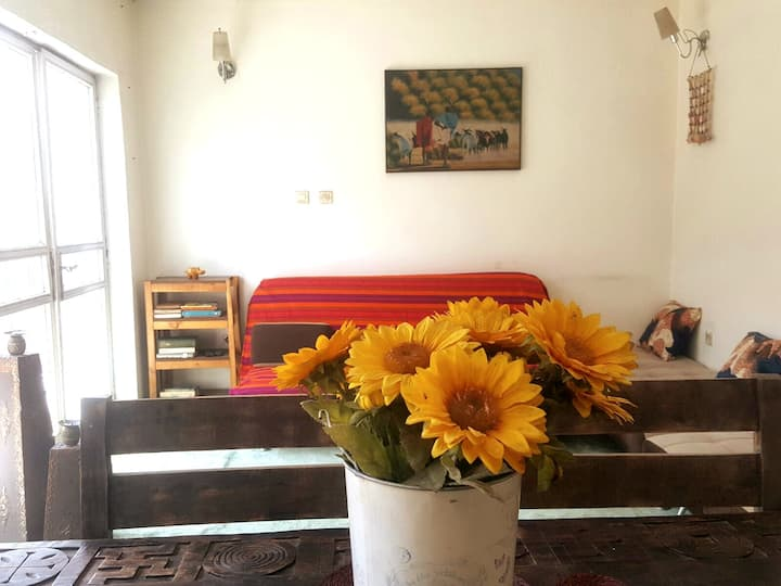 Comfy, Cozy Home Away from Home- 5min from Airport