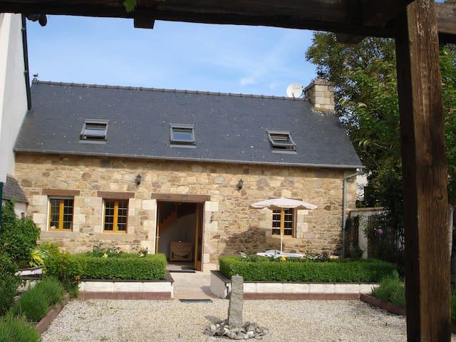Ti Hañv Cottage inquiet centre of pretty Pontrieux