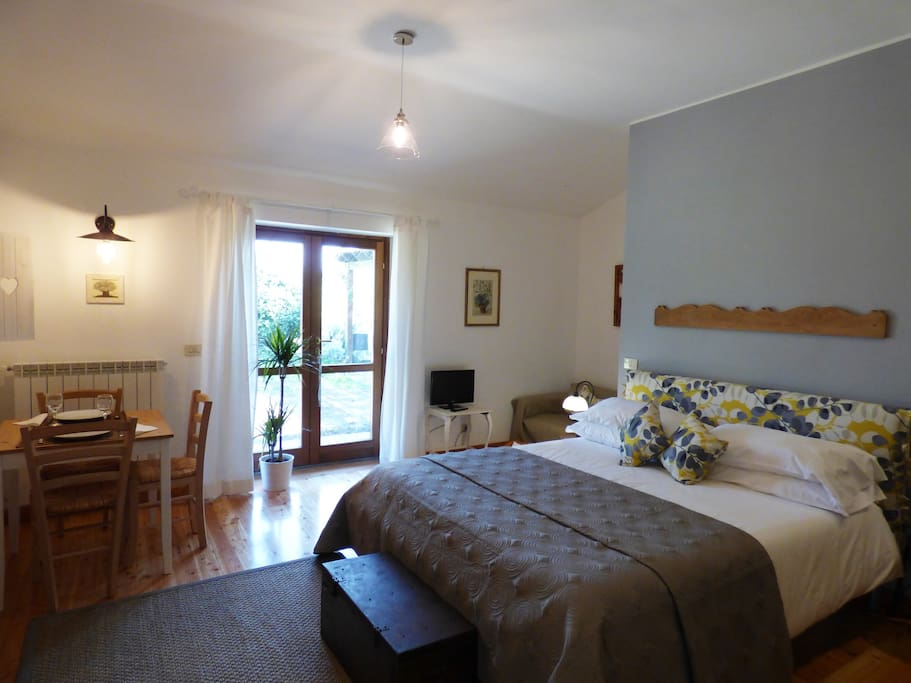The flat has a welcoming and elegant atmosphere!