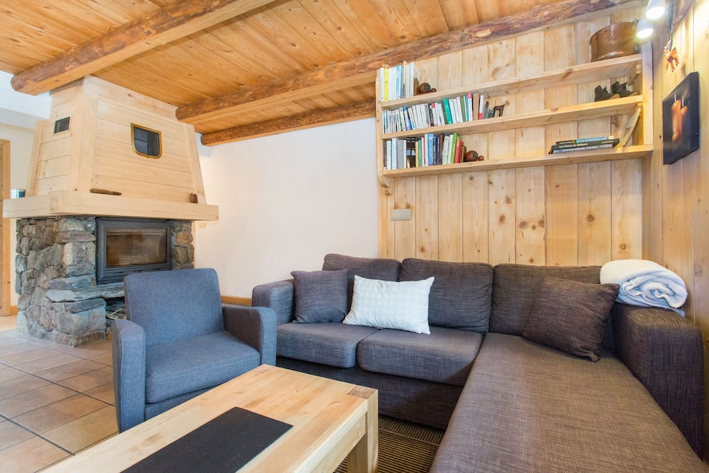 Un Appartement La Montagne Apartments For Rent In Saint Gervais Les Bains Rhone Alpes France: la cloison magnifique le coin salon