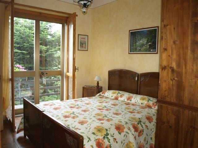 Cucetto Room is a room with a view  - Pinasca - Bed & Breakfast