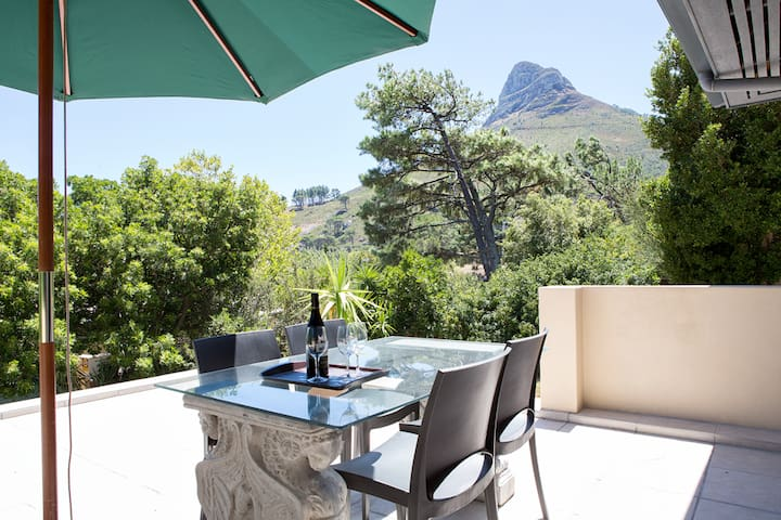 Wind-free studio in Camps Bay