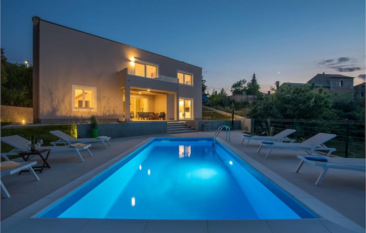 Beautiful home in Vrh with Outdoor swimming pool, WiFi and 3 Bedrooms