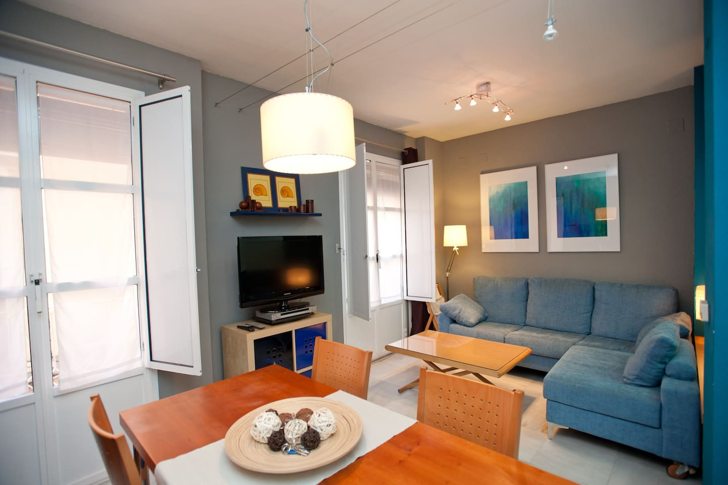 Salon + Comedor / Living room  + Dining room