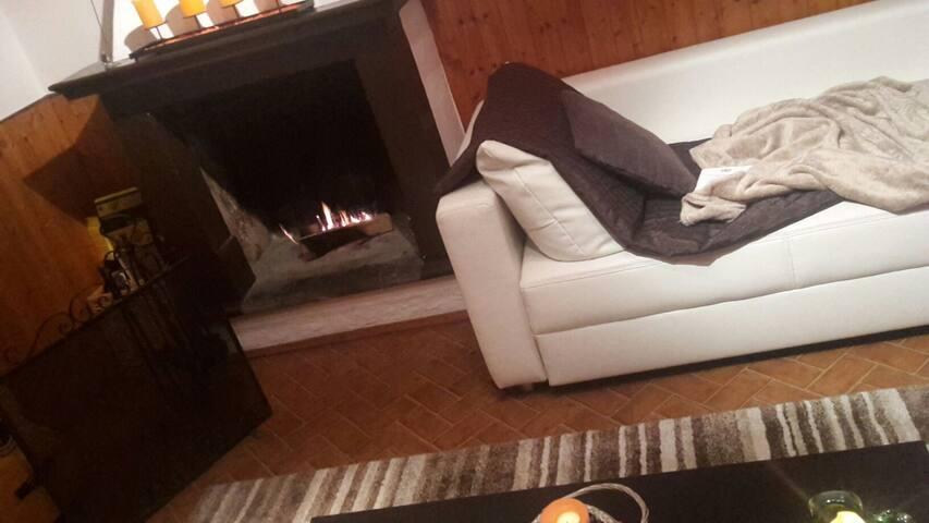 Divano letto in stanza privata