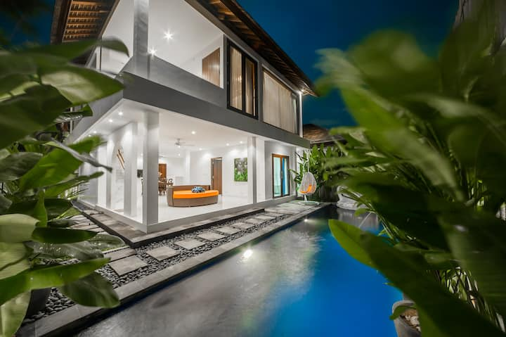 """75% OFF"" 2BR Stylish Villa, Heart of Seminyak"