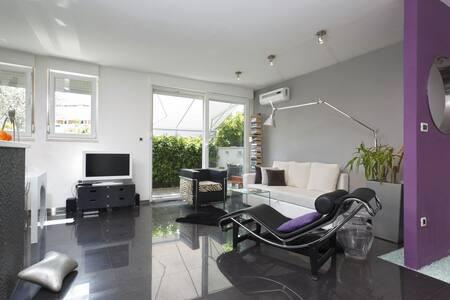 Touch Split Design Apartment****