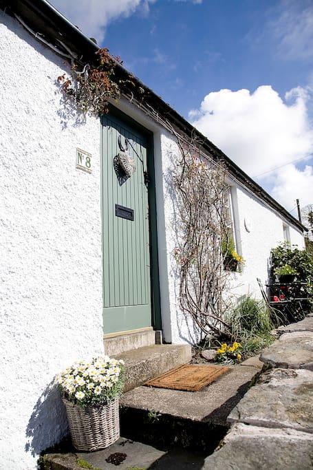 Pretty Lilac Tree Cottage awaits you!